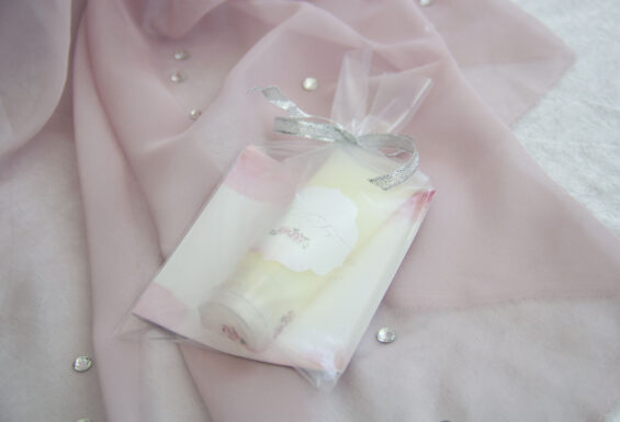 Lembrança gel de banho, idealizada e produzida pela Ideia Genial, especialista em convites e complementos de casamento personalizados e datas especiais.